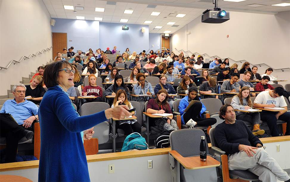"""Psychology professor Barbara Fredrickson leads a class in """"Health and Happiness,"""" an offering in a set of courses created for the new curriculum known as """"Ideas, Information and Inquiry"""" — or Triple I for short."""